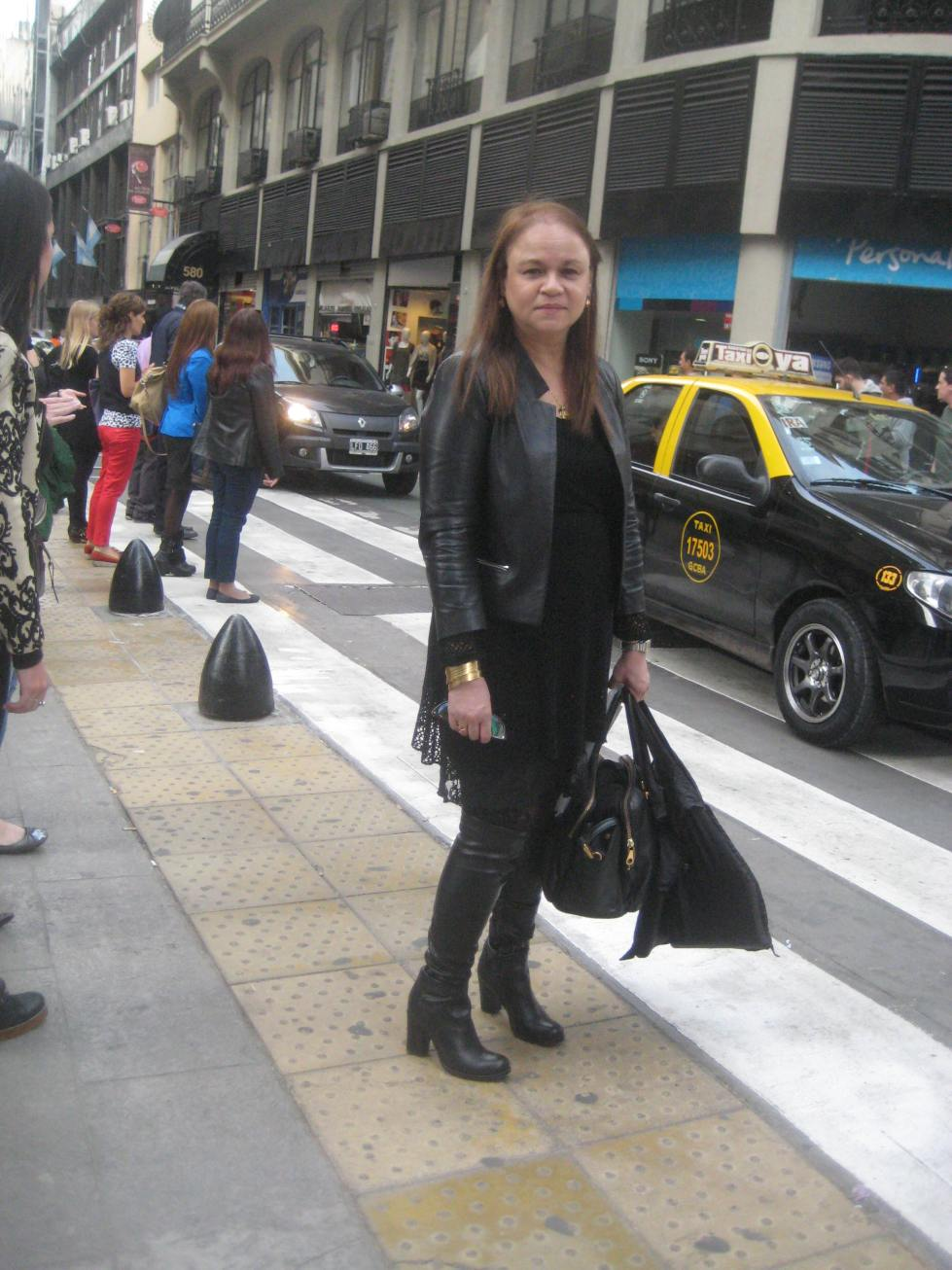 Zoé Valdés ,calle Florida Foto Adri Bosch