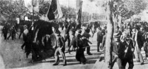 El 1 de mayo de 1909 la FORA (anarquista) convoca a un acto que es severamente reprimido por la policía, bajo las órdenes del Coronel Ramón Falcón. Doce obreros son asesinados y 105 son heridos.