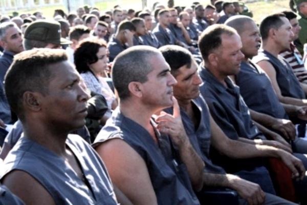 EL CANTAUTOR CUBANO SILVIO RODRIGUEZ, EN LA PRISION DE GUAMAJAL, EN SANTA CLARA