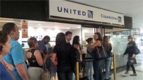 Compañías aéreas reducen frecuencias mientras esperan pago (Créditos: Vanessa Arenas)   Leer más en: http://www.ultimasnoticias.com.ve/noticias/actualidad/economia/se-buscan-boletos-como-palito--e-romero.aspx#ixzz35tU7tOqy