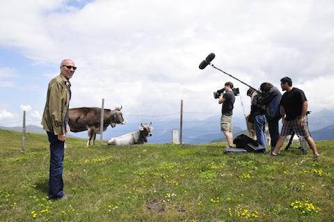 """Al tope del paso de Brenner en la frontera entre Austria e Italia. El paso de los Alpes fue utilizado por criminales nazis como Adolf Eichmann y Josef Mengele para escapar a la libertad. Filmación del documental de History Channel """"Cuarto Reich""""."""