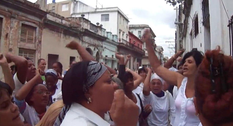 Las desvergüenzas del acto de repudio - Artículos - Opinión - Cuba Encuentro