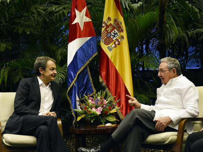 Raúl Castro recibe a Zapatero y Moratinos en un viaje sorpresa a Cuba - Libertad Digital