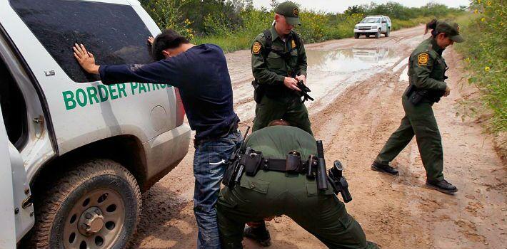 No hay evidencia de que inmigrantes delincan más que nativos en EE.UU.