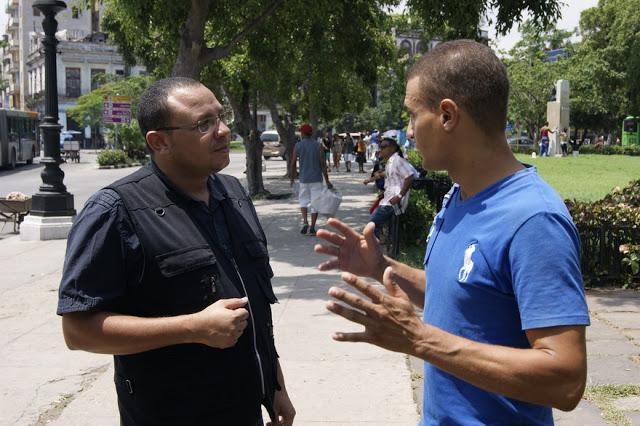 Cubanos cuestionan decisión de Barack Obama - Centro de Información Hablemos Press