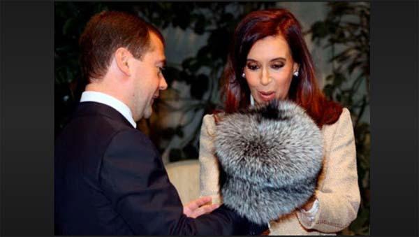 Cristina K y el gorrito de piel de zorro
