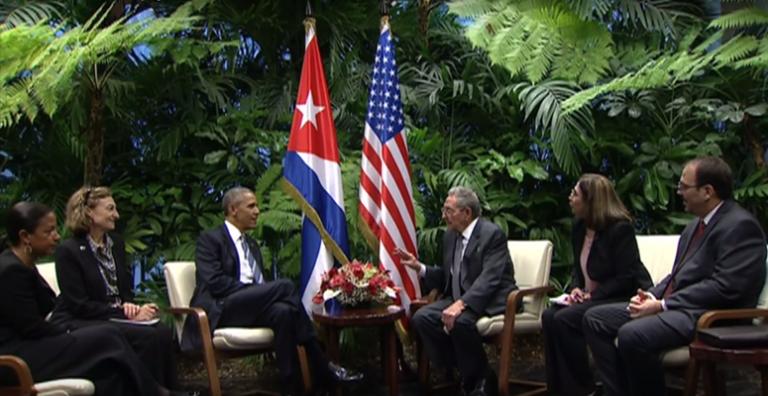 Barack Obama y Raúl Castro en el encuentro bilateral, hoy (Captura de Pantalla)