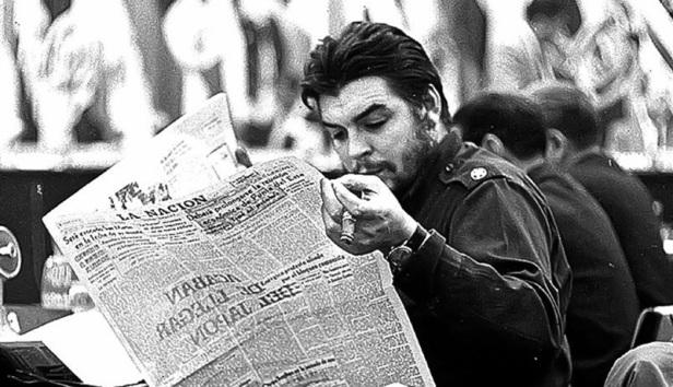 El Che Guevara en los años 60 advertía a los periodistas para que no fuéramos asalariados dóciles al pensamiento oficial