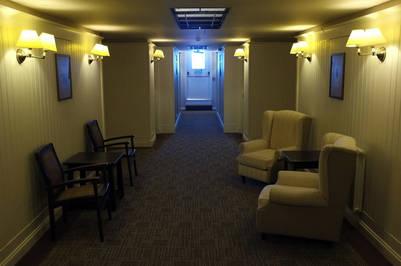 El pasillo del hotel Alto Calafate. Foto Maxi Failla.