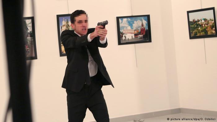 El atacante habría sido un policía turco.