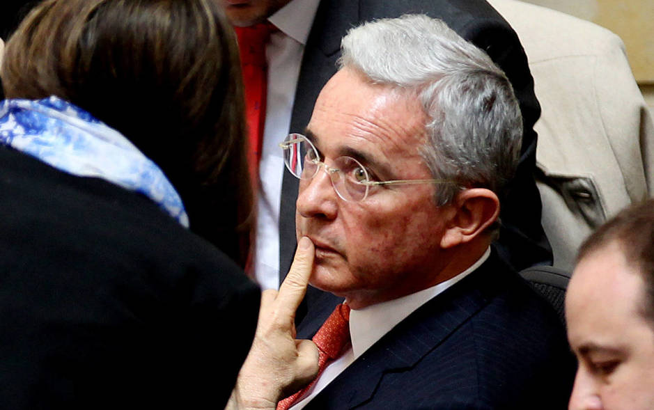 Álvaro Uribe asiste a una sesión plenaria en el Senado sobre el acuerdo de paz con las FARC, el 29 de noviembre de 2016 (EFE)