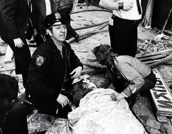 Entre 1974 y 1980 las FALN se atribuyeron la responsabilidad de más de un centenar de atentados con bomba contra bancos, sitios militares e instalaciones gubernamentales a través de Estados Unidos. En esta foto de archivo de la Prensa Asociada uno de los atentados de las FALN en Nueva York en 1977.