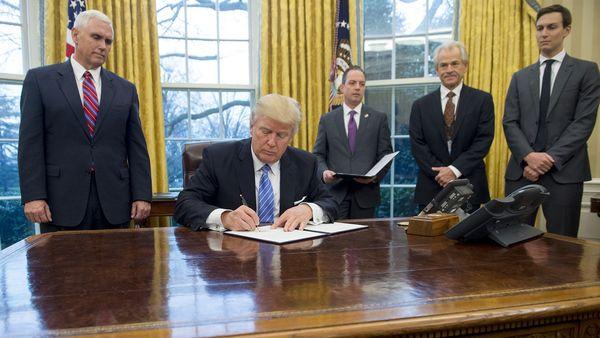 Donald Trump firmará hoy su orden ejecutiva para comenzar la construcción del muro que separe Estados Unidos de México (AFP)