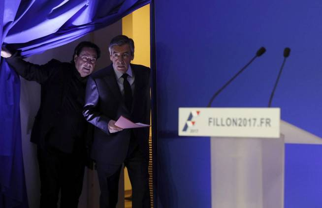 El exprimer ministro francés y candidato conservador a la Presidencia, François Fillon, en rueda de prensa (Efe).