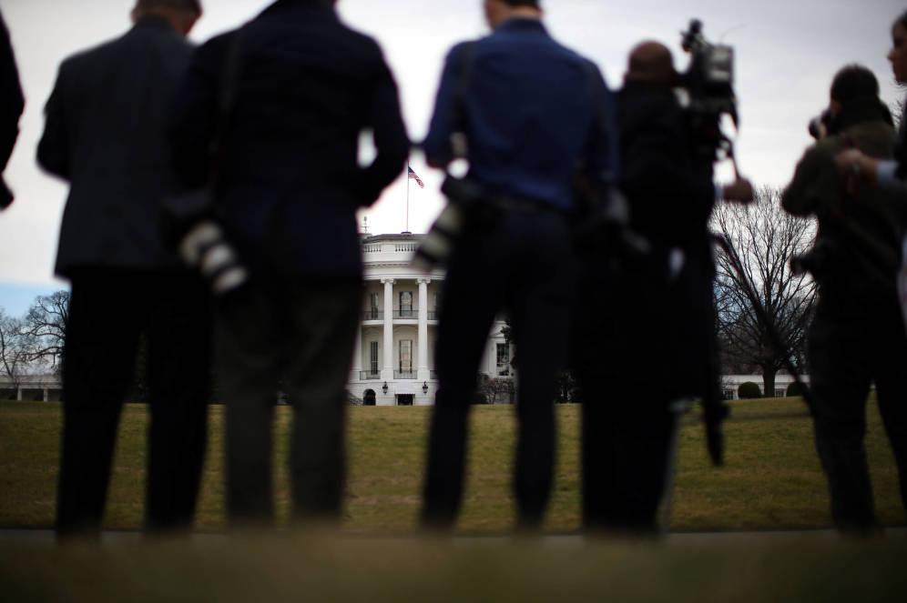 Medios de comunicación ante la Casa Blanca, en Washington, el 2 de febrero de 2017. (Reuters)