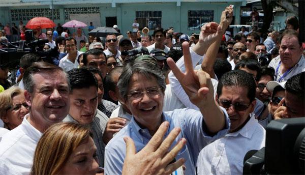 Lasso derrota a Correa