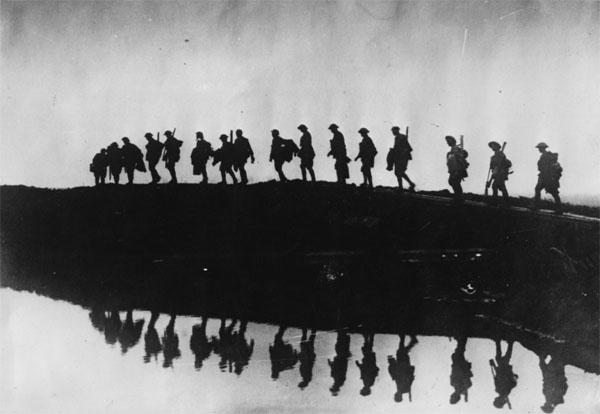 Primera guerra columna de soldados