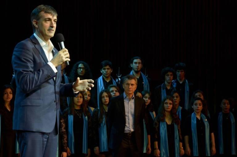 El ministro Esteban Bullrich presenta la iniciativa Compromiso por la Educación junto con el presidente Mauricio Macri, en julio de 2016.