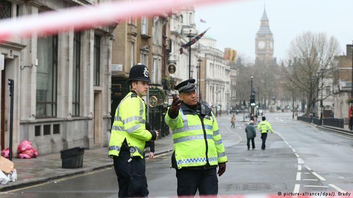 Policías en Whitehall, Londres.