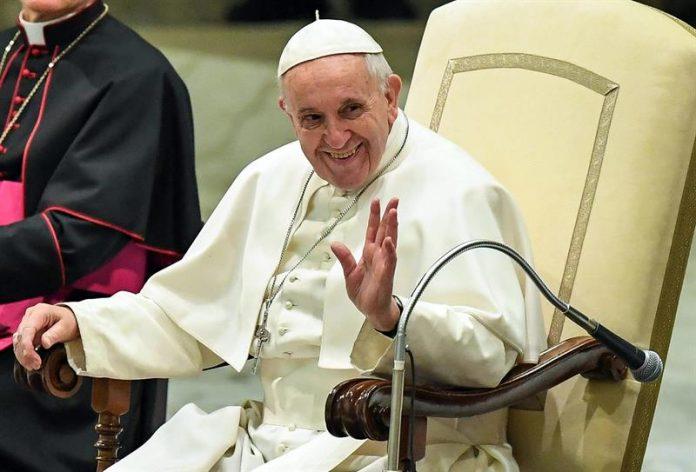 El Papa Francisco, en una recepción en el aula Pablo VI en febrero de 2017 /Efe