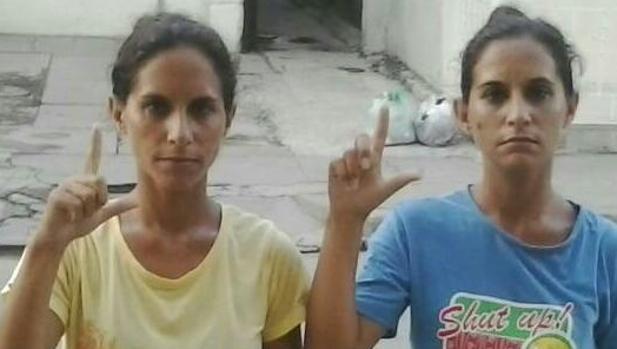 Las gemelas Anairis y Adairis Leyva, en un acto de la oposición cubana