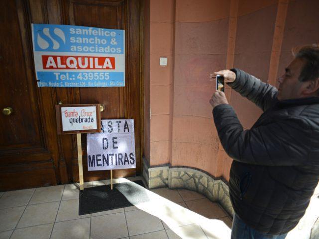 Multitudinaria marcha docente y alquiler temporario de Casa de Gobierno por la inmobiliaria Sancho-Sanfelice - Foto: OPI Santa Cruz/Francisco Muñoz