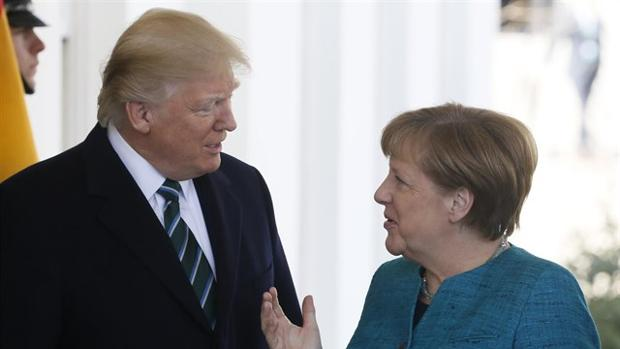 Donald Trump y Angela Merkel, durante la visita de esta a Washington