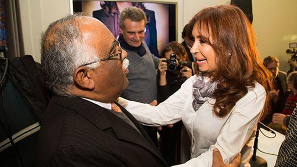 """""""Remache"""" con Cristina Kirchner, en un acto en recuerdo de Hugo Chávez"""