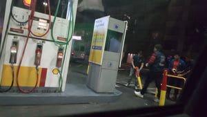 Resultado de imagen para Las dueñas de una estación de servicio enfrentaron a sindicalistas que las obligaban a parar - Infobae