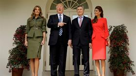 Trump, con su esposa Melania, recibió a Macri y a Awada en la entrada de la Casa Blanca, y le dedicó una recepción amigable