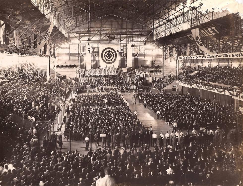 Acto nazi en Buenos Aires para apoyar el Anschluss (anexión de Austria a Alemania)