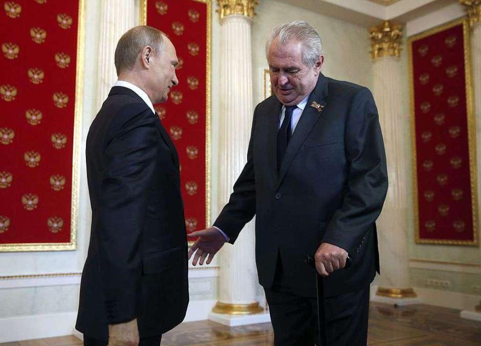 La broma entre el presidente checo y Putin que aterroriza a losperiodistas