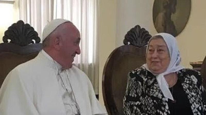Hebe ahora muestra un intercambio de cartas con el Papa Francisco