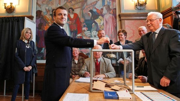 El líder de En Marche! emite su voto (AFP)