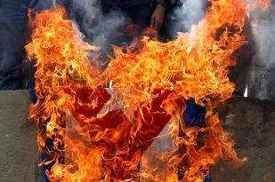 bandera-cuba-quemada
