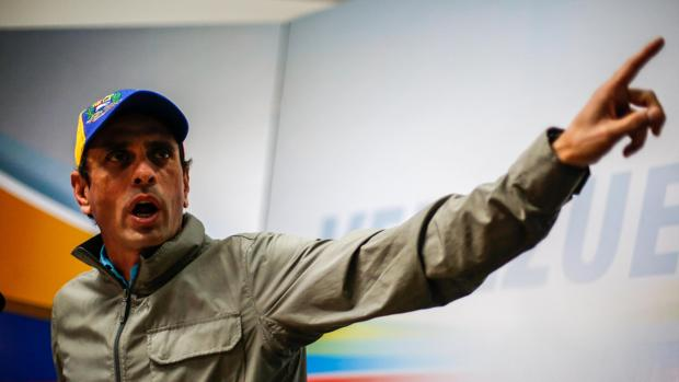 El gobernador del estado Miranda, Henrique Capriles, habla en una rueda de prensa