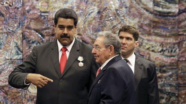 Nicolás Maduro y Raúl Castro (AFP)