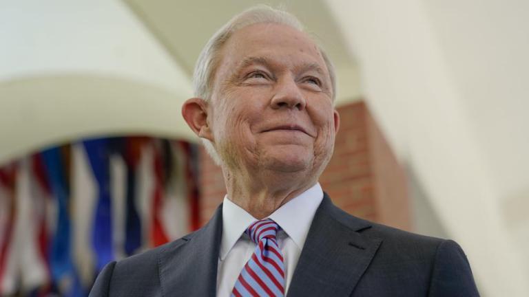 El núcleo veterano del Partido Republicano pide a Trump que no despida a Sessions