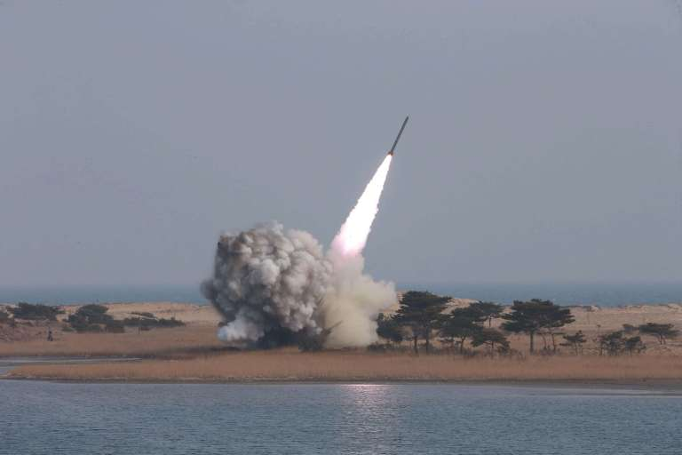 Más de 120 países aprueban un tratado para prohibir las armasnucleares
