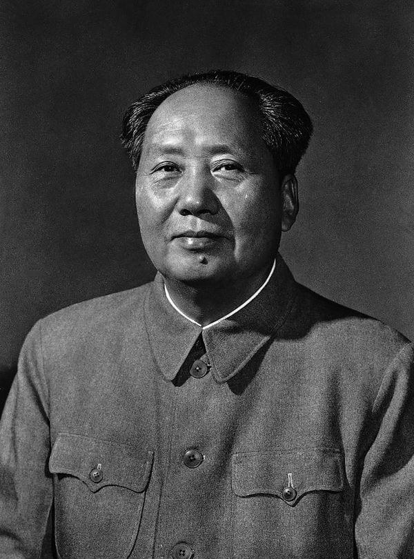 En 1965, Mao venía del fracaso del Gran Salto Adelante y aún no había lanzado su Revolución Cultural