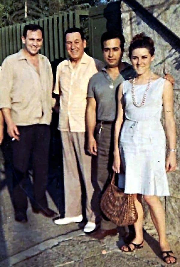 Perón en Puerta de Hierro con un grupo de jóvenes del MPR. A la izquierda, Gustavo Rearte