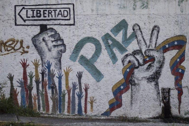 La mayoría de los cubanos de la isla viven ajenos a la crisis política que enfrenta hoy el pueblo venezolano.
