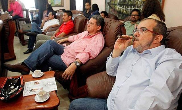 Los delincuentes de las FARC emiten comunicado respaldando a su secuaz Maduro y a su revolución