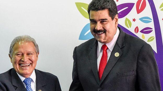 Sánchez Cerén ha sido uno de los pocos mandatarios de la región que ha felicitado directamente a Nicolás Maduro/ AFP