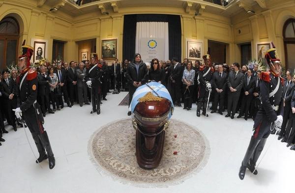 Cristina Kirchner durante el funeral público de Néstor Kirchner (NA)