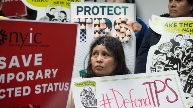 Protesta por el anuncio de la finalización del TPS para casi 200.000 salvadoreños en Estados Unidos.