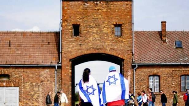 Resultado de imagen para El presidente polaco «bendice» la polémica ley del Holocausto