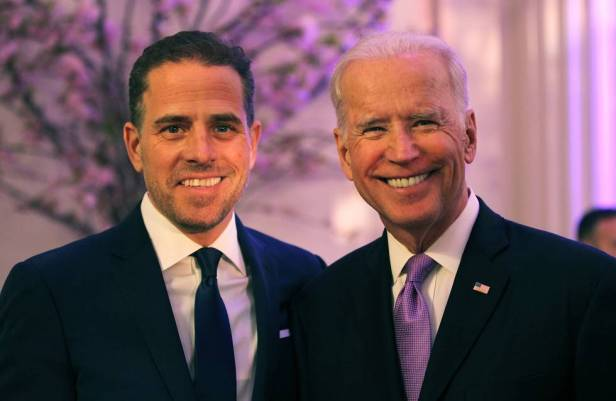 Hunter Biden con su padre, Joe Biden, en abril de 2016 en Washington.