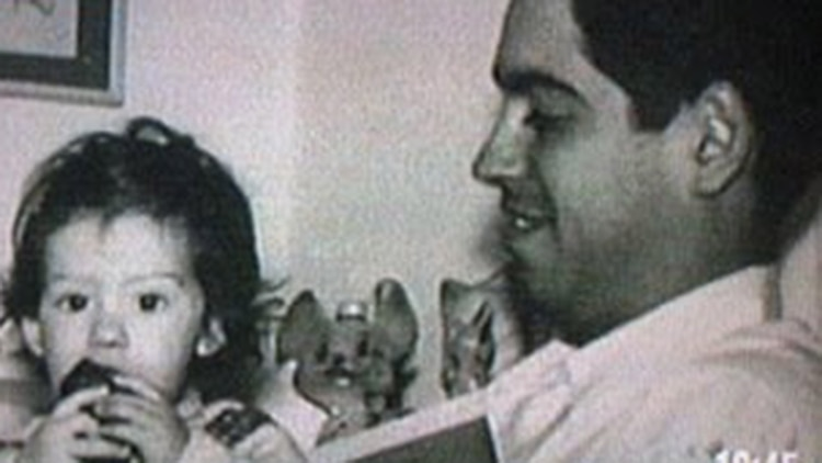 El capitán Viola y su pequeña hija María Cristina, de solo tres años, asesinada junto a su padre por el ERP en 1974