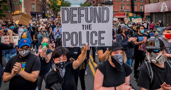 La muerte de George Floyd ha generado tensiones raciales generalizadas y disturbios civiles.